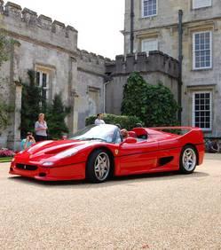 Le FBI détruit une Ferrari et refuse de payer la facture